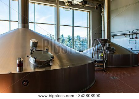 Mash Lauter Tun, Two Stainless Steel Big Vessels, Brewing Tank Top With Glass Manway Door, Modern Br