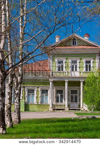 Green Old Wood Log House In Vologda Russia. Traditional Architecture And Travel On Sunny Day