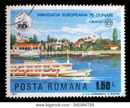 ROMANIA - CIRCA 1977: a stamp printed in Romania shows Oltenia at Calafat, Ships on River Danube, circa 1977.