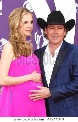 LAS VEGAS - MAR 7:  Clay Walker arrives at the 2013 Academy of Country Music Awards at the MGM Grand Garden Arena on March 7, 2013 in Las Vegas, NV
