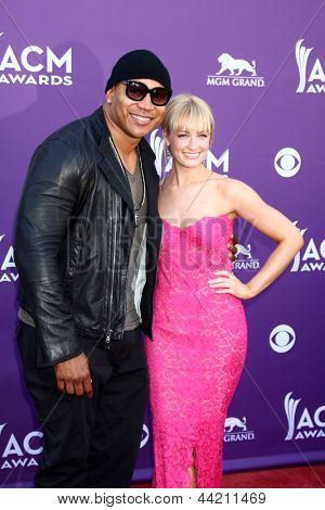 LAS VEGAS - MAR 7:  LL Cool J, Beth Behrs arrives at the 2013 Academy of Country Music Awards at the MGM Grand Garden Arena on March 7, 2013 in Las Vegas, NV