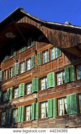 Fachada con ventanas