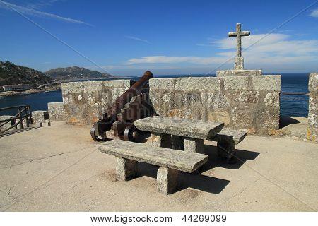Mount Real Castle Canyon. National Parador Conde de Condomar. Mount Boi. Bayonne, Pontevedra.