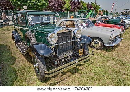 Old Italian Car Fiat 521 (1929)
