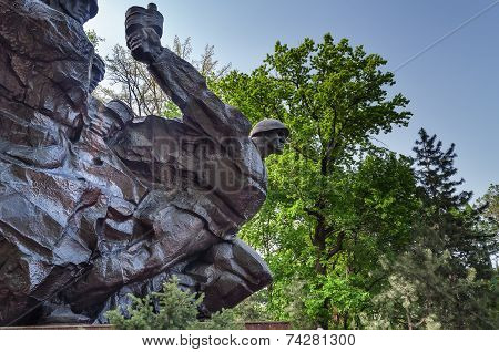 Monument To «soldiers Of Kazakhstan»