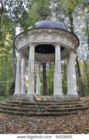 Summerhouse 'temple Of Venus' In Autumn Park