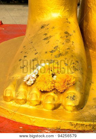 Buddha statue's foot peace in the mind /Close up of buddha statue's foot (buddha, thailand, zen)
