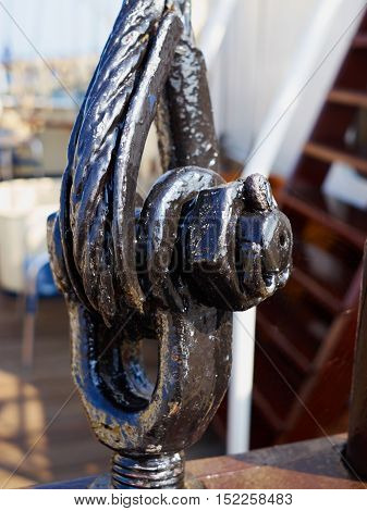 Heavy duty strong steel wire cable rope sling with safety anchor shackle used in a big sail boat