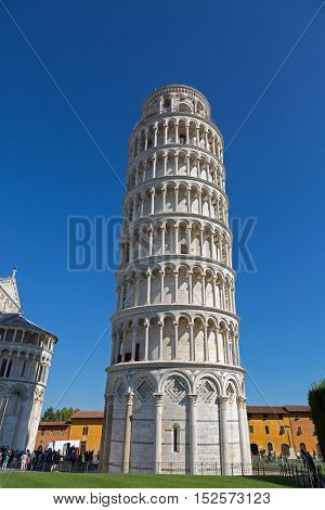 PISA, ITALY - SEPTEMBER 2016 : World famous Leaning Tower of Pisa (Torre pendente di Pisa), freestanding bell tower campanile of cathedral in Pisa, Italy on September 22, 2016.