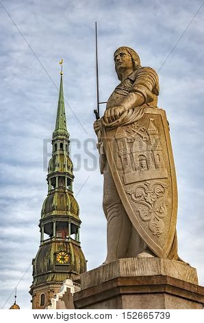 A statue of Riga's patron saint St Roland stands between the House of Blackheads and the Town Hall. It's a replica of the original erected in 1897.