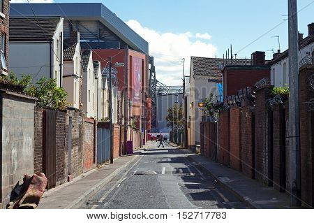 LIVERPOOL UK. 17TH SEPTEMBER 2016. Terraced houses dwarfed by Liverpool Football Clubs new £114 million stand