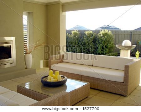 Outdoor Entertaining With Lounge