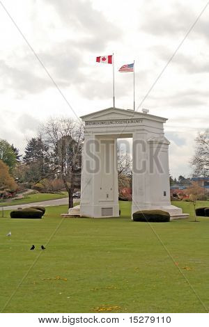 Peace arch monument on the border between Washington and British Columbia, representing the world's longest undefended border.
