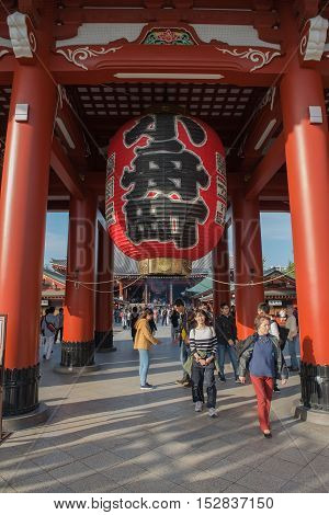 TOKYO, SENSOJI TEMPLE, JAPAN - OCTOBER 12 ,2016: The Kaminarimon (Thunder Gate), the gate of Sensoji Temple and the symbol of Asakusa, Tokyo, Japan. October 12 2016