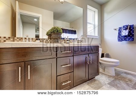Clean And Tidy Bathroom Interior