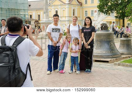 Sergiev Posad - August 10, 2015: Foreign Tourists Are Photographed With Russian Visitors On The Back