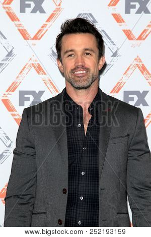 LOS ANGELES - AUG 3:  Rob McElhenney at the FX TCA Starwalk - Summer 2018 on the Beverly Hilton Hotel on August 3, 2018 in Beverly Hills, CA