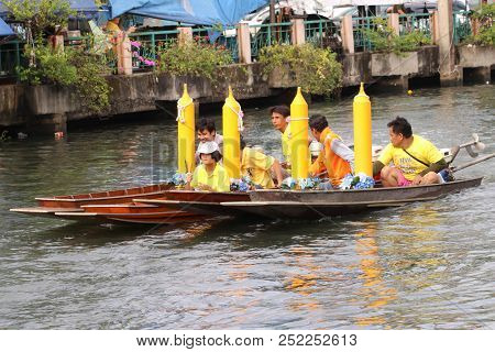 Samutsakorn, Thailand - July 27, Four Boat Parades In Boat Traditional Of Candles To Temple At Katum