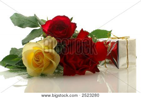 Three Nice Roses With A Gift Box