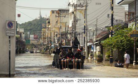 Phetcharburi, Thailand - November 25, 2017 : Flood Situation In The City At Mueng, Phetcharburi, Tha