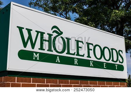 Mishawaka - Circa August 2018: Whole Foods Market. Amazon Is Expanding Whole Foods Delivery In Diffe