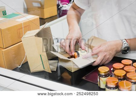 Employees Are Packing A Parcel In The Send To The Customer. Online Ordering For The Convenience Of C