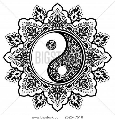 Circular Pattern In Form Of Mandala For Henna, Mehndi, Tattoo, Decoration. Decorative Ornament In Or