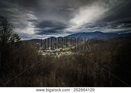 Gatlinburg City Of Tennessee Valley In The Mountains