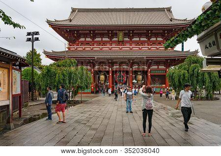 Tokyo, Japan - August 29, 2016: Asakusa Senso-ji, Sensoji Temple Landmark With Tourists In Tokyo, Ja