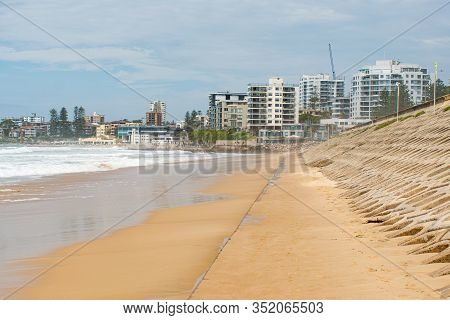 Beatiful Empty Urban Beach In Sydney, Australia. Concrete Basement Exposed At North Cronulla After T