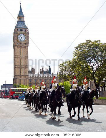 (Editorial use) Household cavalry and Westminter palace