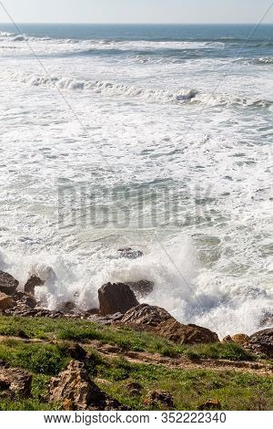 Ocean Coast, Moviment Waves With Foam. Wind Power. Turquoise Water.