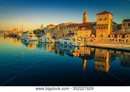 Antique Mediterranean Cityscape With Harbor At Sunrise. Historic Buildings In The Old Town Of Trogir