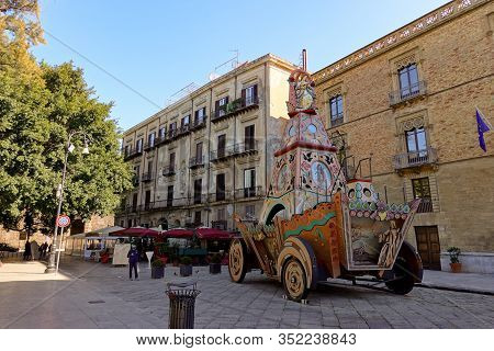 Palermo, Sicily - February 8, 2020: The Carro Trionfale Di Santa Rosalia At Piazzo Marina In The Cen