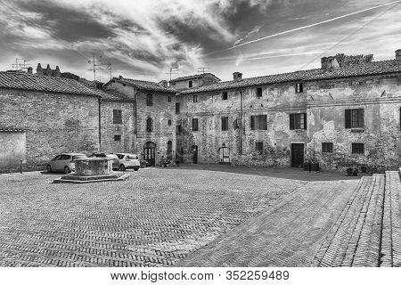 Sant'agostino Square In San Gimignano, Tuscany, Italy