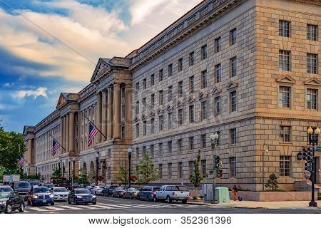 Washington Dc, Usa-august 31,2018:herbert C.hoover Federal Building. Us Department Of Commerce And B