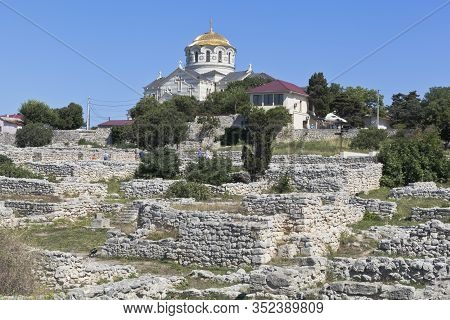 Sevastopol, Crimea, Russia - July 26, 2019: Ruins Of An Ancient Settlement In The Historical And Arc
