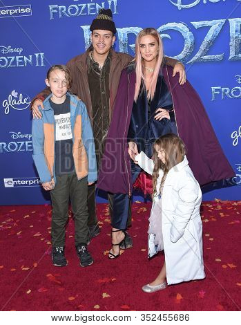 LOS ANGELES - NOV 07:  Evan Ross, Ashlee Simpson, Bronx Wentz and Jagger Snow Ross arrives for the 'Frozen II' Premiere on November 07, 2019 in Hollywood, CA