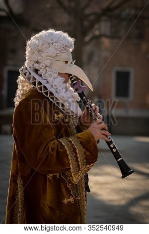 Venice / Italy 02 08 2020: Street Musicians (flute And Clarinet In Carnival Disguise In February In