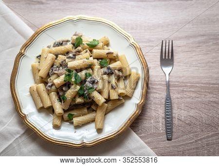 Plate Of Mushroom Pasta Food. Healthy Food. Pasta Food. Plate Of Mushroom Pasta. Macaroni Pasta Food