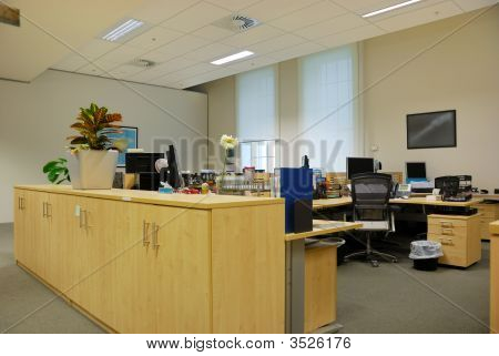 Large Office Work Place In Elegant Design