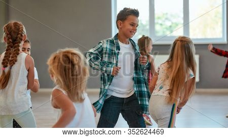 Having Fun. Group Of Positive Children Learning A Modern Dance In The Dance Studio. Choreography Con