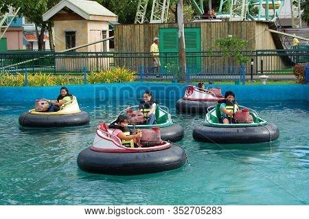 Laguna, Ph - Nov 7: Enchanted Kingdom Theme Park Bump And Splash Ride On November 7, 2009 In Santa R
