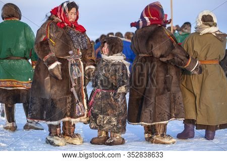 The Extreme North, Yamal, The Past Of Nenets People, The Dwelling Of The Peoples Of The North, A Fam