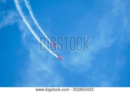 Team Oracle Sean D.tucker And Jessy Panzer Formation Aerobatics During The Miramar Air Show, Marine