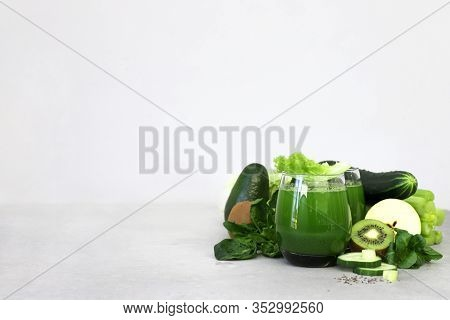Green Smoothies Spinach Juice Celery Apple Cucumber Kiwi