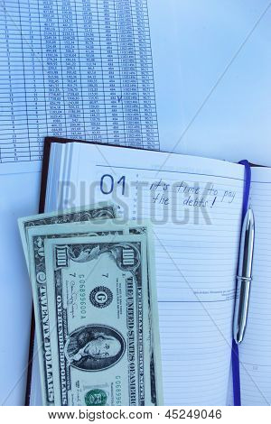 table with numerals calculator pen and dollars