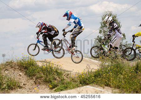 Juniors And Elite Race