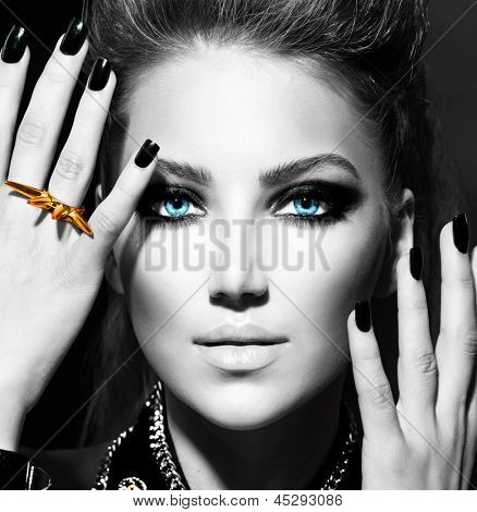 Vogue Style Fashion Model Portrait. Black and White Stylish Girl Portrait