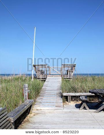 Private wooden observation deck - Oceanside